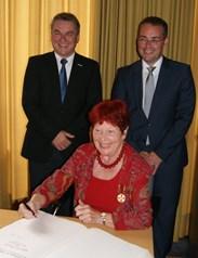 vl. Bürgermeister Ralf Baumert; Gudrun Breyer; Europaminister Peter Friedrich